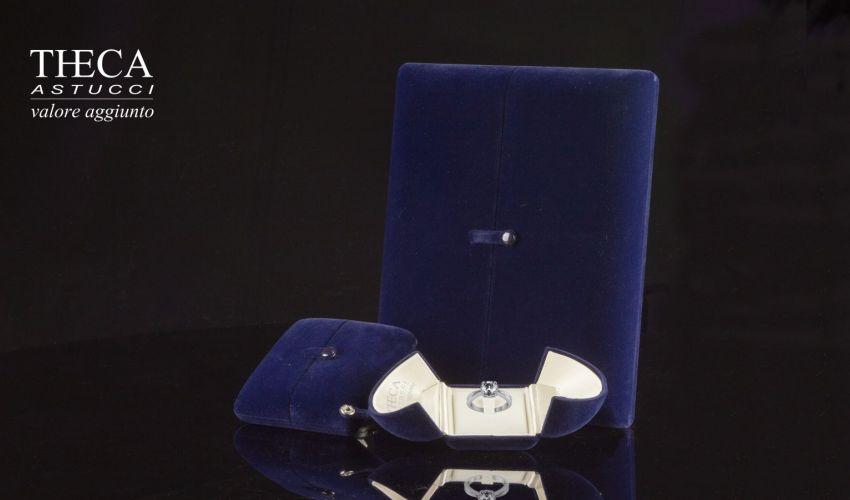 Sapphire case in elegant blue velvet